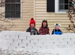 SNOW BRICK FORT